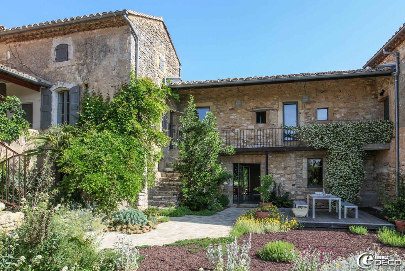 La Maison d'Ulysse et son jardin sec composé de plantes méditerranéennes résistantes à la sécheresse