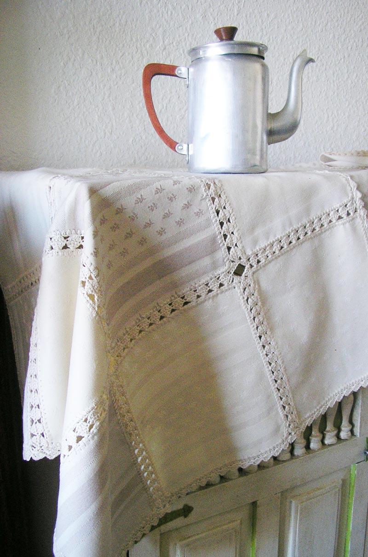 Badulake de ana manteles con retales y rematados a ganchillo for Manteles de tela