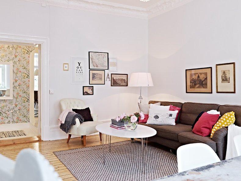 Mix de estilos para un apartamento n rdico mix styles for Papel pintado salon marron