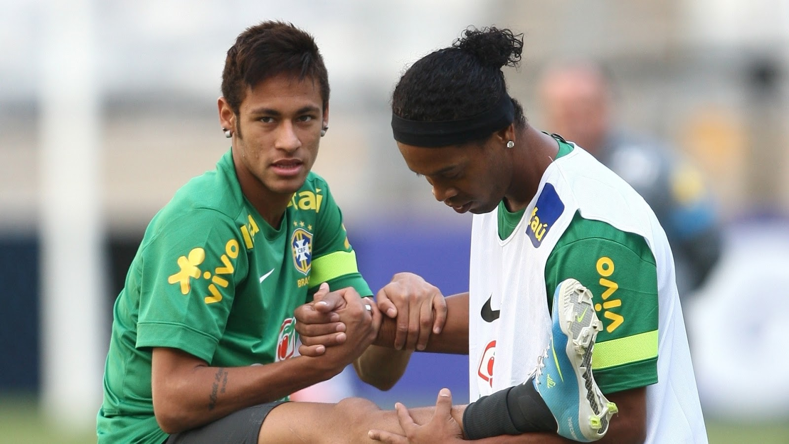 Neymar Training with Ronaldinho Wallpaper | Take Wallpaper