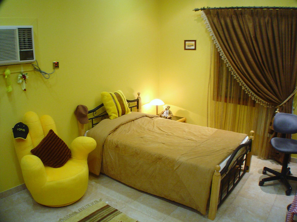 Home interior design decor yellow themed rooms for Teenage living room ideas