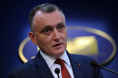 Sorin Cîmpeanu, Románia, Klaus Johannis, Victor Ponta, Ponta-kormány, tüntetések Romániában,