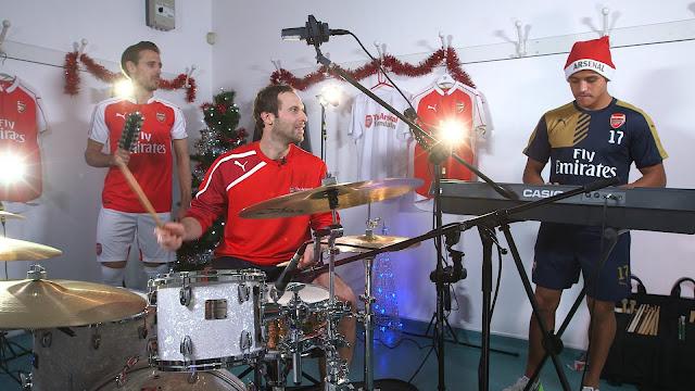VIDÉO – Petr Cech, Alexis Sanchez et Monreal montent un boys band pour Noël