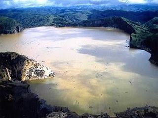 10 Danau Paling Unik Di Dunia