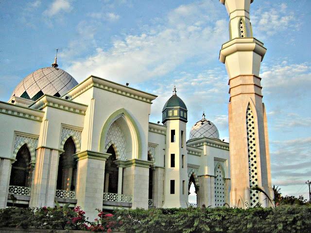 Islam indahku masjid masjid indah di indonesia for Mosque exterior design