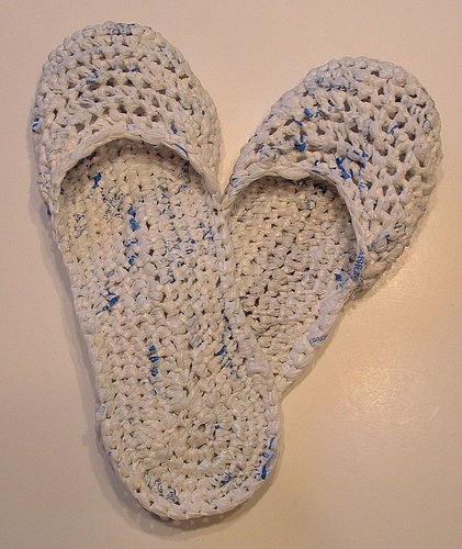 Crocheting With Plarn : plarn sandals crochet plarn can cozy crochet plarn ripple purse