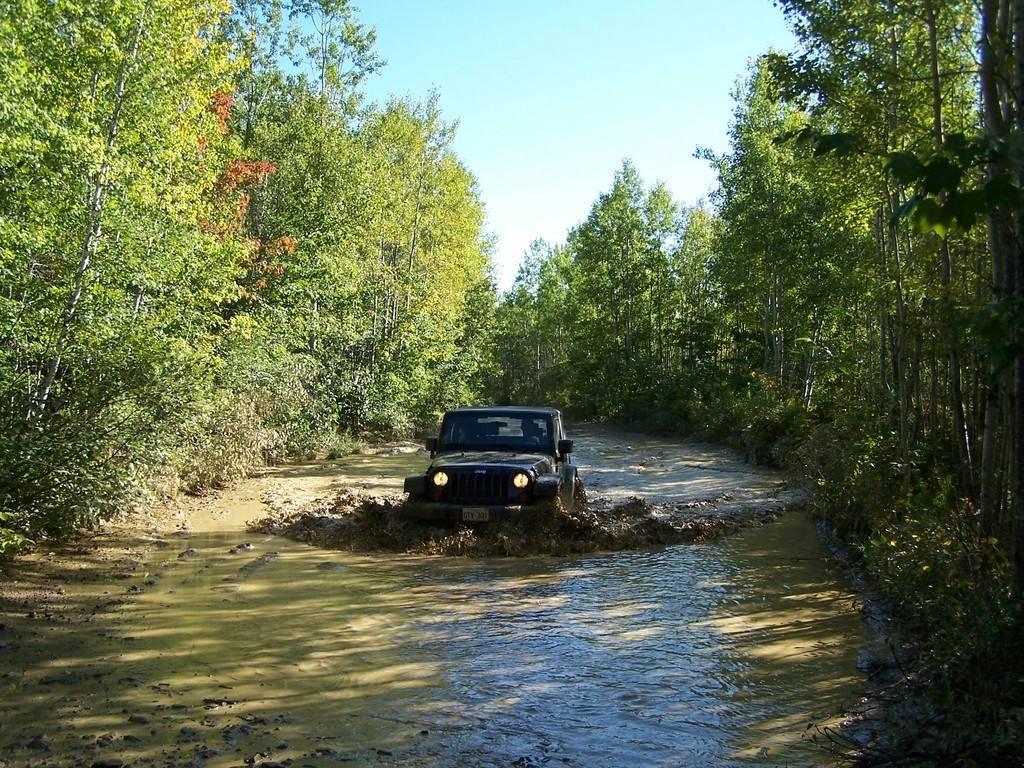 http://4.bp.blogspot.com/-83jfQnlD7BY/TnHVKDkDkAI/AAAAAAAAELU/GZIAYP1iGgc/s1600/jeep-wrangler-offroad-wallpaper-08.jpg