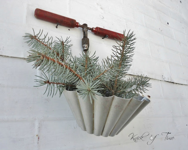 Repurposed Pans and Wooden Handles by http://knickoftimeinteriors.blogspot.com/