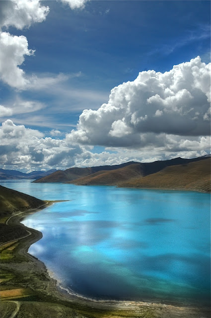 YAMDROK TSO IN TIBET, CHINA