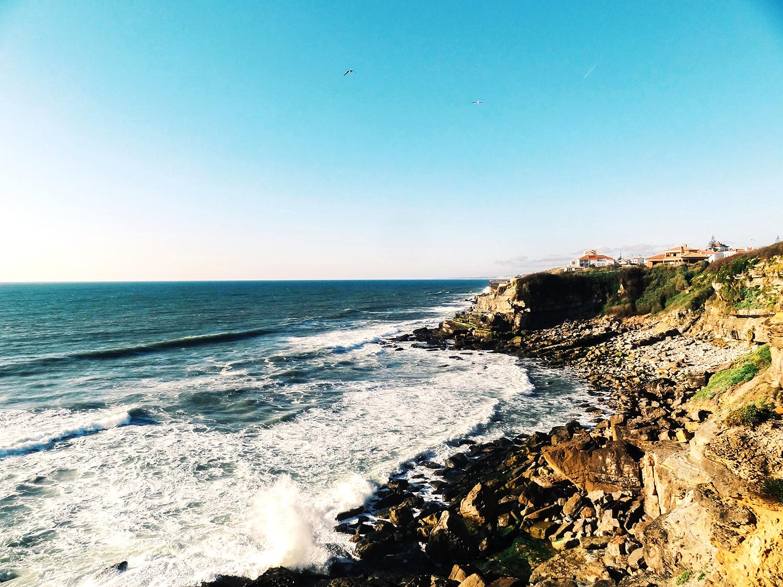 Azenhas do mar, Portugal - www.hellolaroux.com
