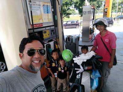 Kisah viral 4 beranak naik motor untuk pulang beraya