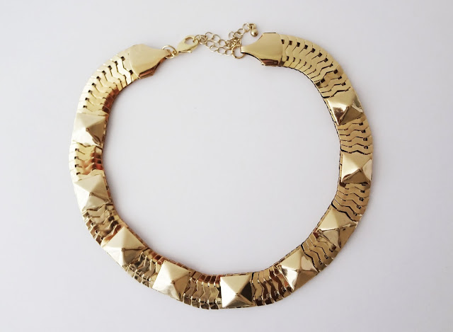 this beautiful gold H&M necklace
