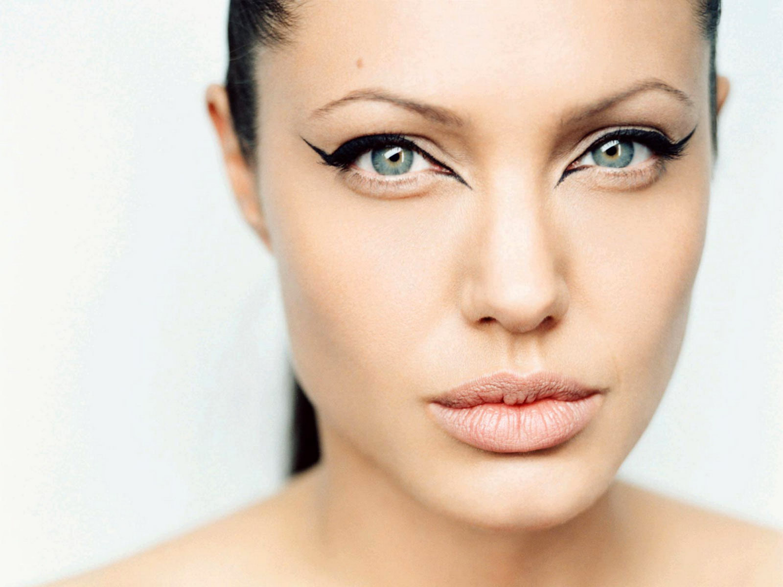 http://4.bp.blogspot.com/-84bjCobB4Oc/T3kXAJPzO9I/AAAAAAAAAG4/GGkJi9HQHCU/s1600/Angelina+Jolie+hot+high+resolution+Wallpapers+(15).jpg