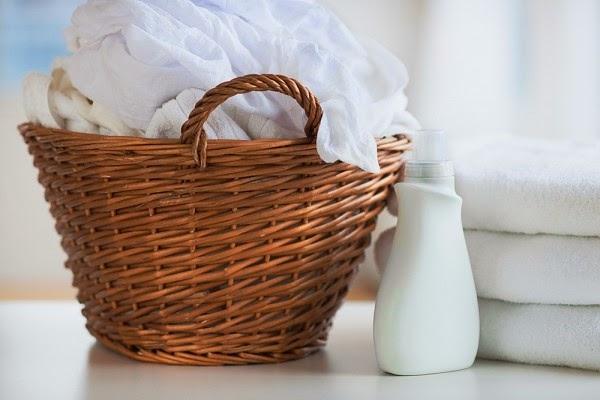 Cách tẩy vết ố bẩn trên quần áo trắng không cần thuốc tẩy