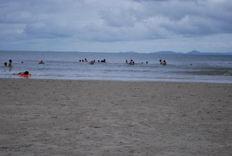 Hoang sơ bãi biển Minh Châu ở đảo Quan Lạn