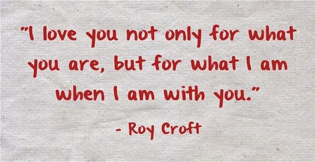 Anh yêu em không phải vì em là ai