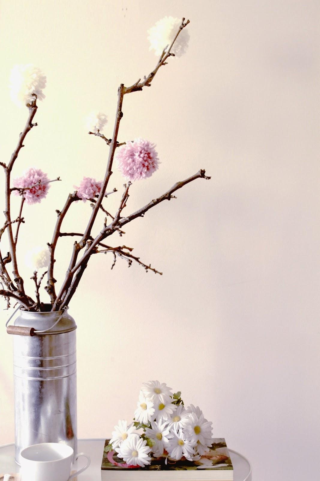 DIY, Como Hacer un Arreglo Floral con Pompones para San Valentin