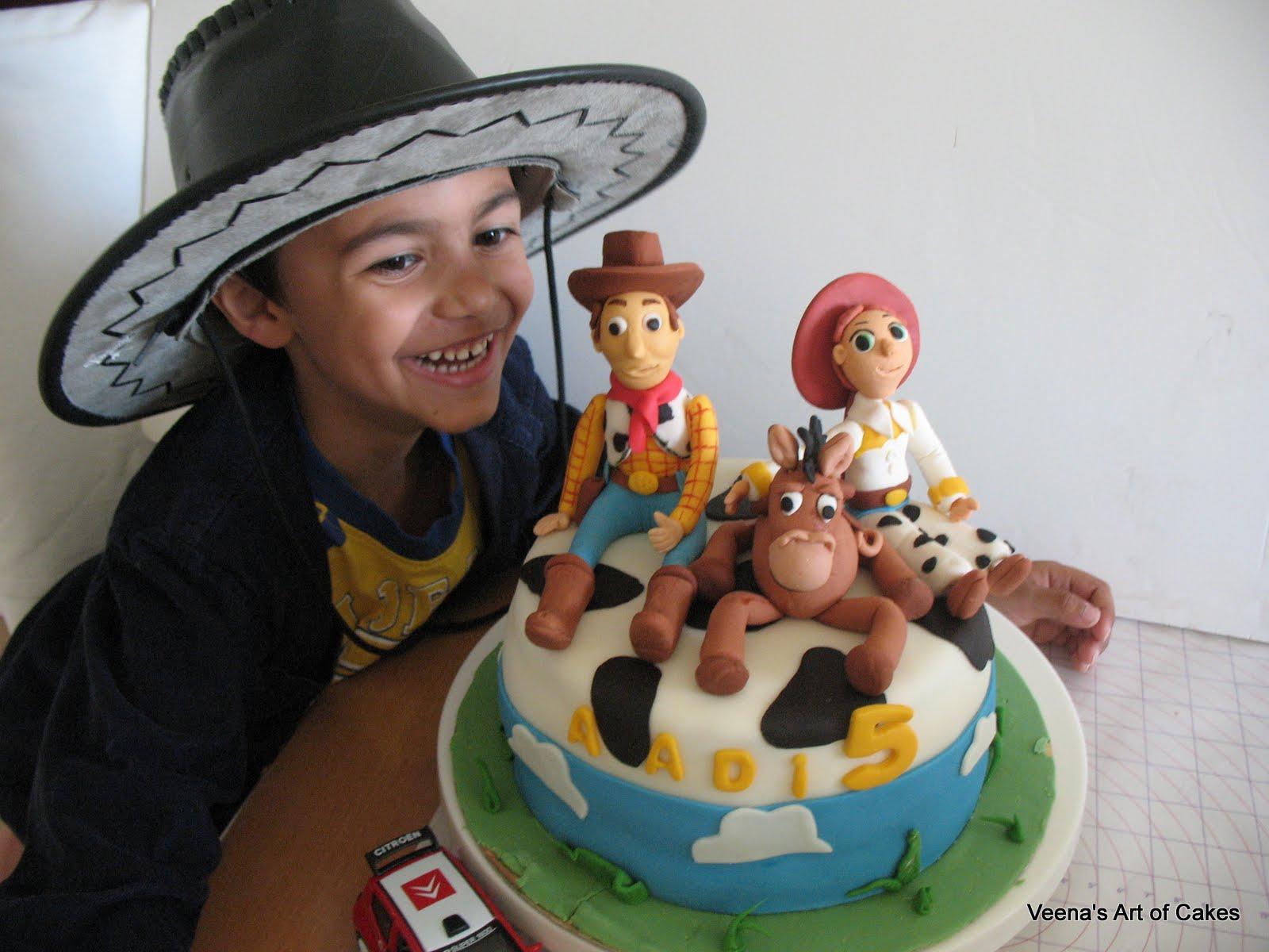 Toy Story Gum : Toy story cake with gumpaste woddy bulls eye and jessie