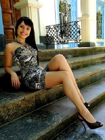 Y la mujer ucraniana expone
