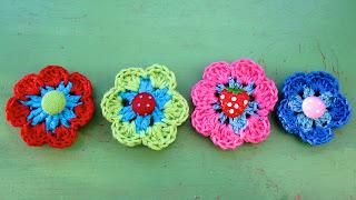 nederdel med hæklede blomster