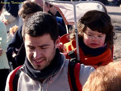 """El caminaire més jove preocupat per l'entrepà. Autor: Francesc """"Caminaire"""""""