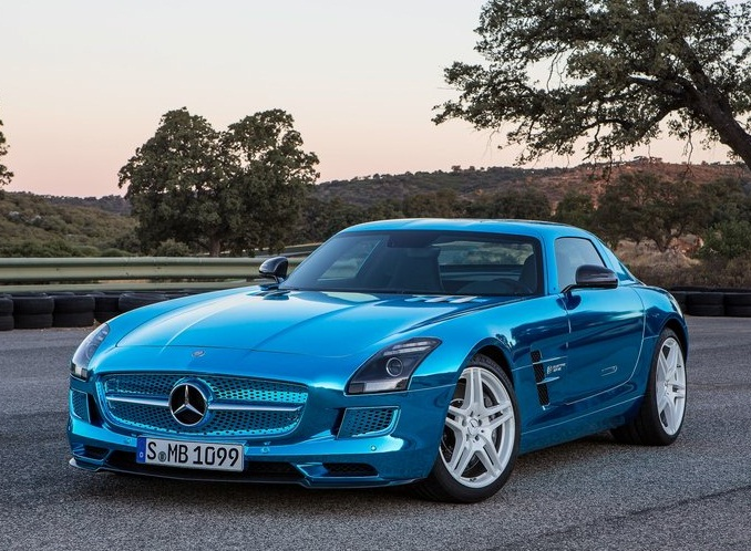 Sport car garage mercedes benz sls amg coupe electric for Sports car mercedes benz