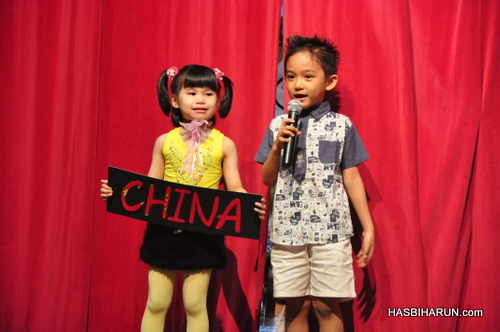 China dance in Smart Reader Kids Annual Concert and Convocation 2012 by Hai O biozone food purifier agent