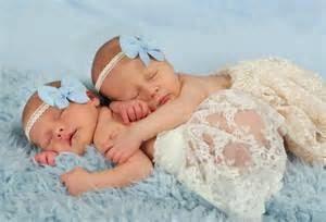 gambar bayi kembar imut tidur cantik