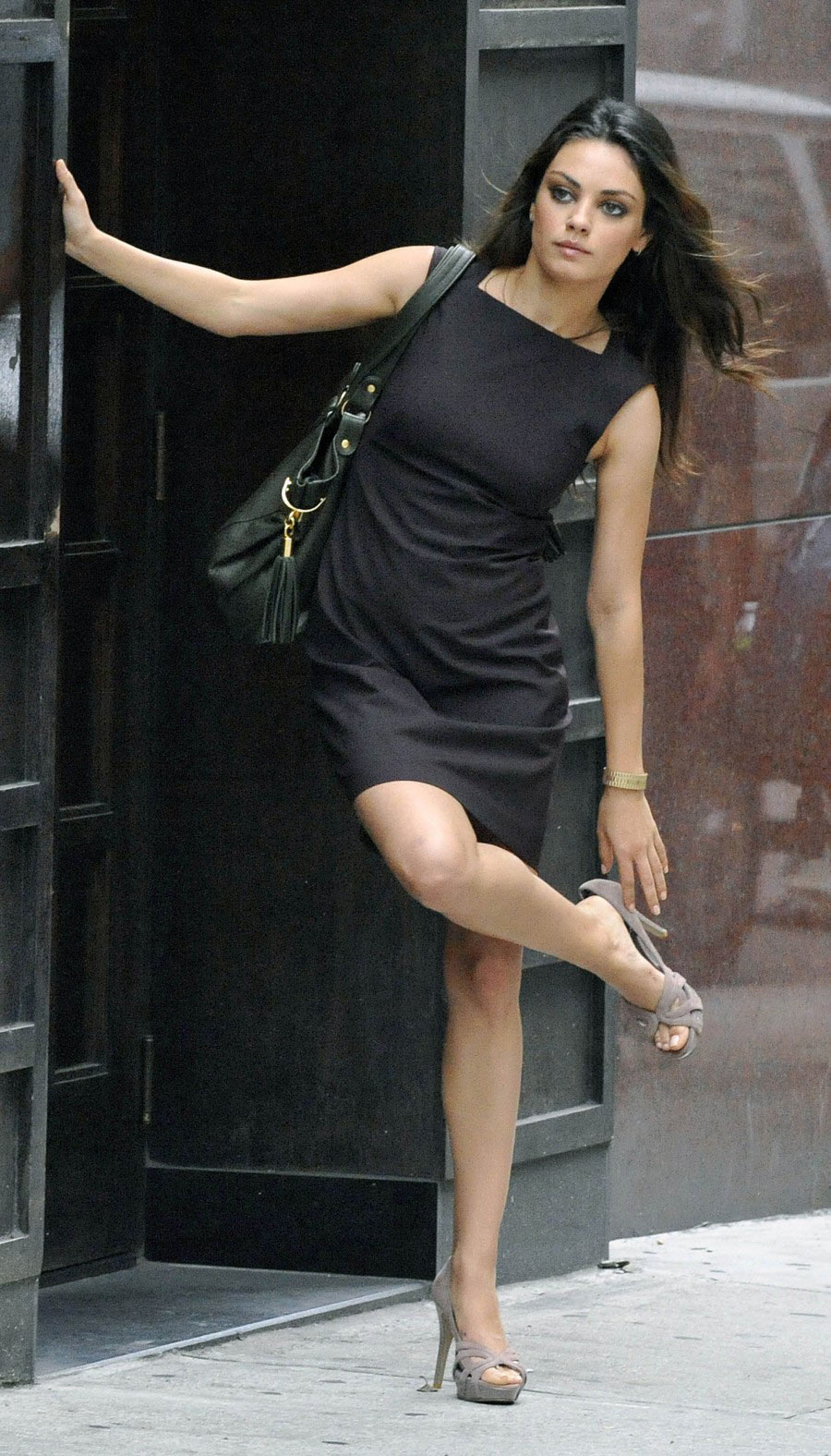 Free Images Pistures Mila Kunis On The Set Candid Pictures
