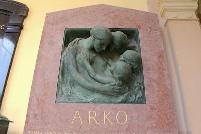 Spomenik obitelji Arko - Robert Frangeš Mihanović