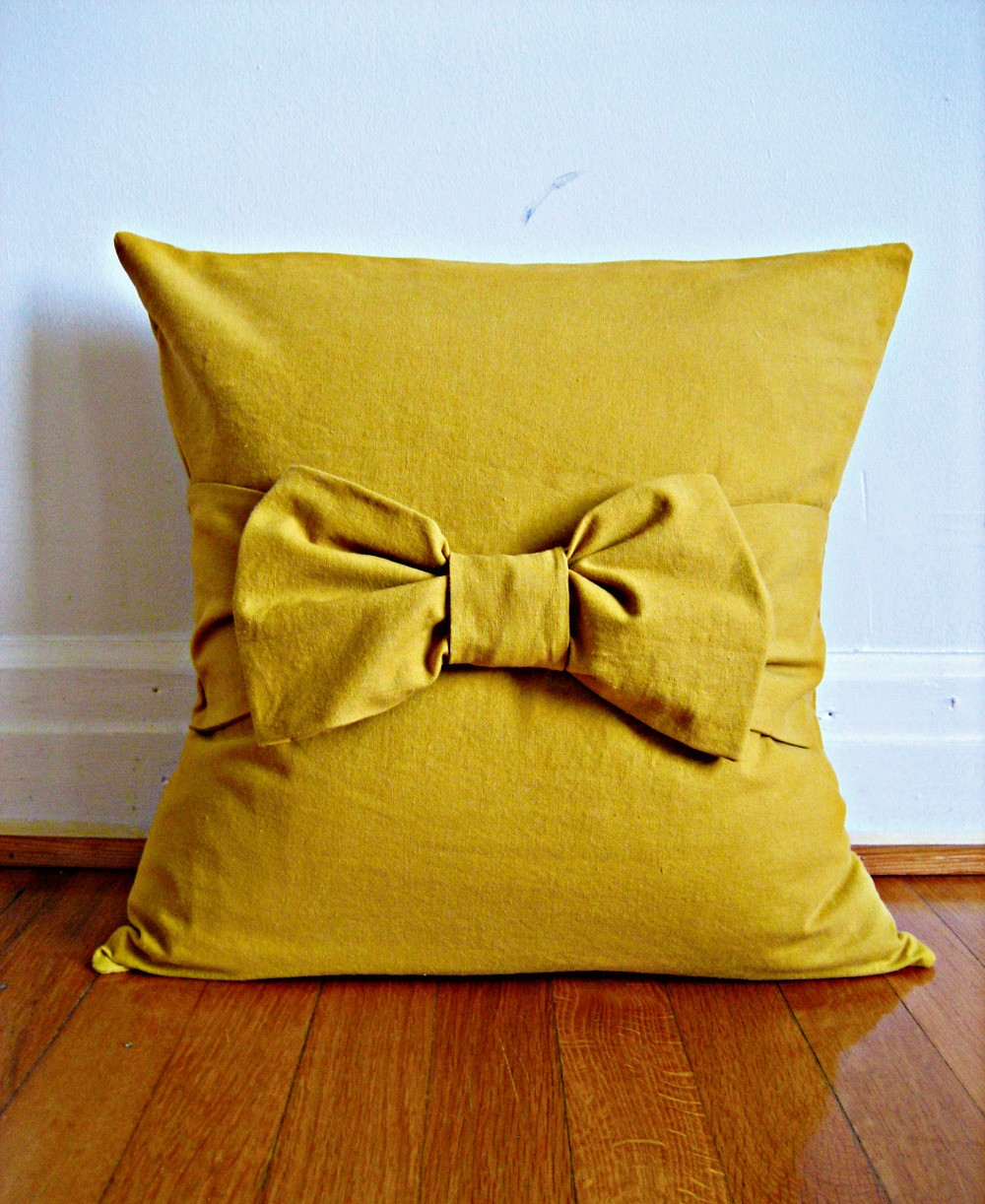 Throw Pillow With Bow : fashion lover: diy bow pillow