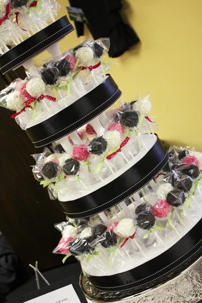 the bride guide blog cake pop wedding cakes and favors. Black Bedroom Furniture Sets. Home Design Ideas