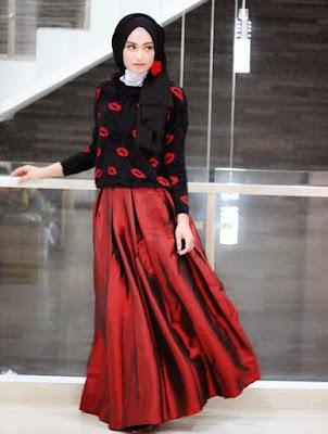 Gambar model baju atasan muslim rajut dipadu rok maxi