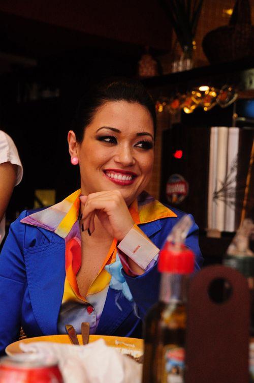 Assistente de palco do Ratinho visita Shopping Total