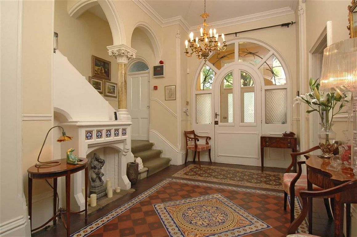 Old world gothic and victorian interior design old for Mansion interior design