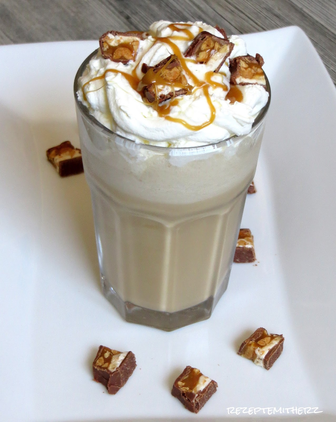 Starbucks Iced Caramel Snickers Frappuccino ♡ Copycat