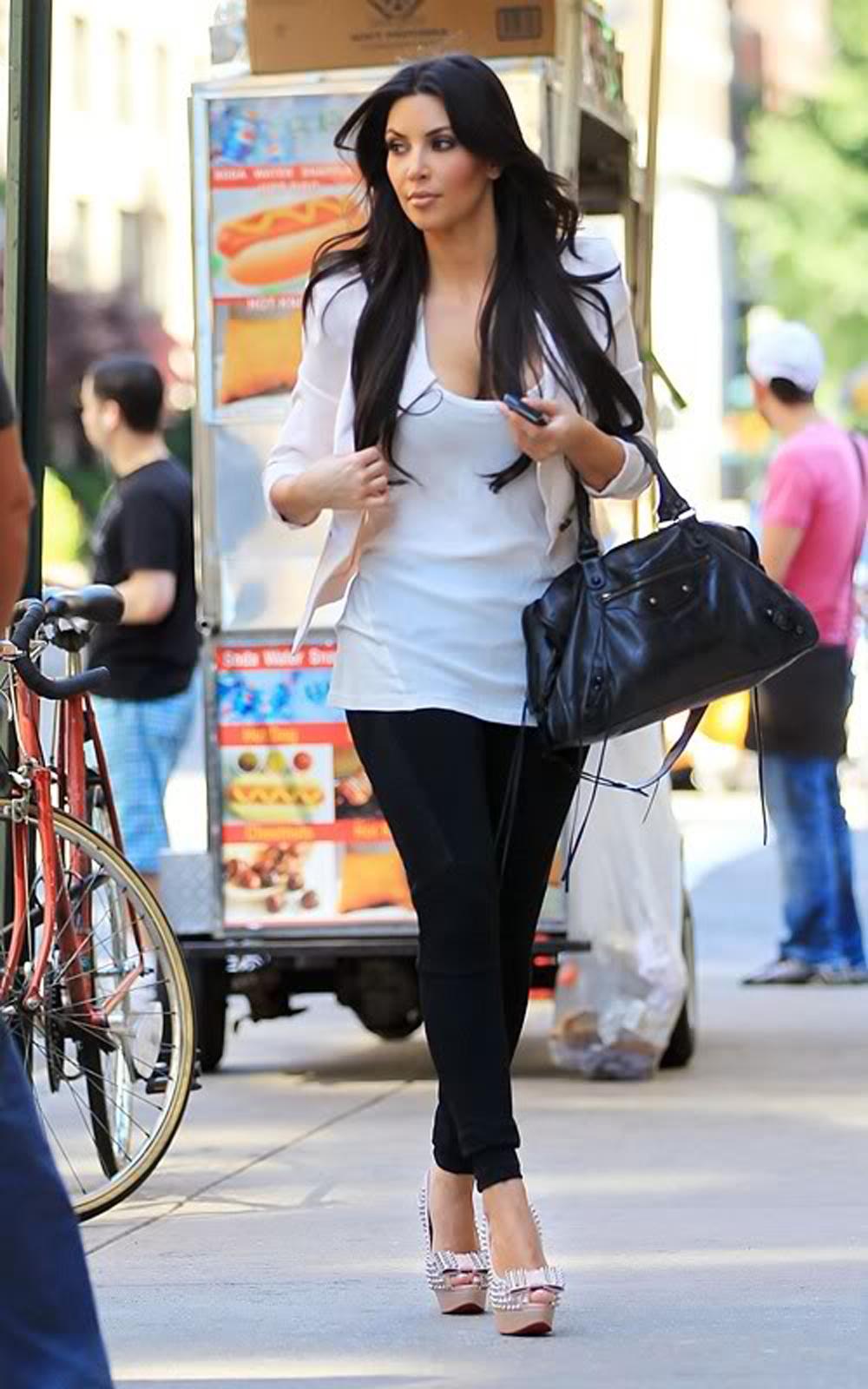 Kim Kardashian Long Straight Hairstyles 06