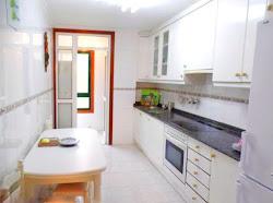 Piso en alquiler en Los Rosales, dos dormitorios, garaje. 550€