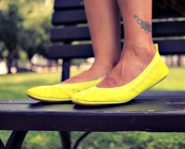 Tee - Banana Republic, Shorts - Nanette Leopre, Flats - Yosi Samra, Tanvii.com