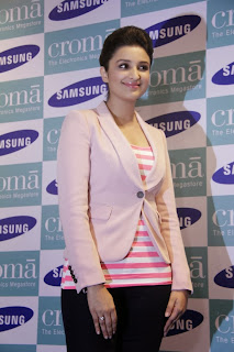 Actress Parineeti Chopra Pictures at SAMSUNG GALAXY NOTE 3 Launch at Croma Store  0005.jpg
