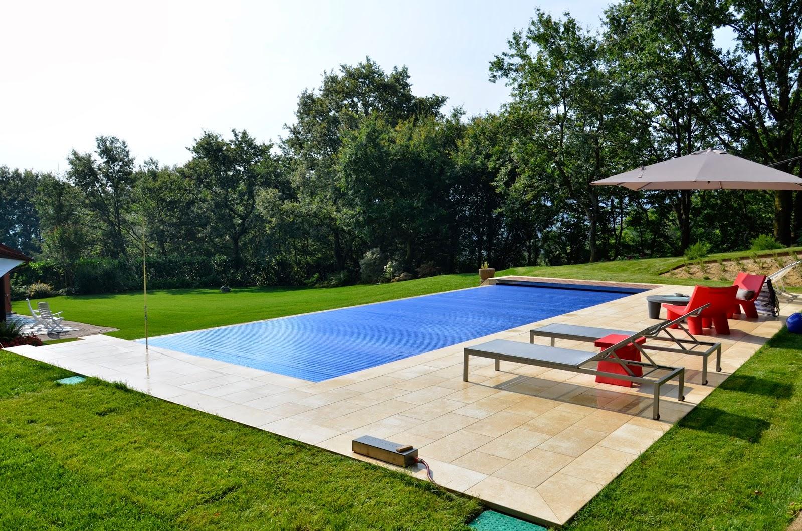 Rosa gres el encanto de una piscina del norte for Gres de breda para piscinas