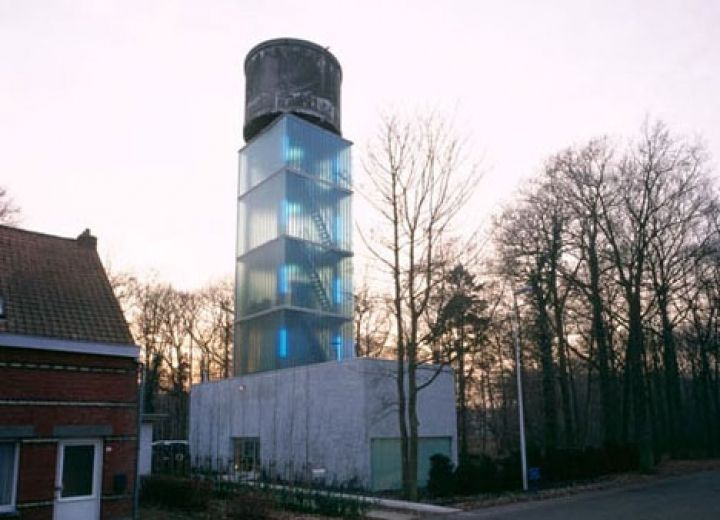 Lookingblog house water tower jo crepain for 5 story house
