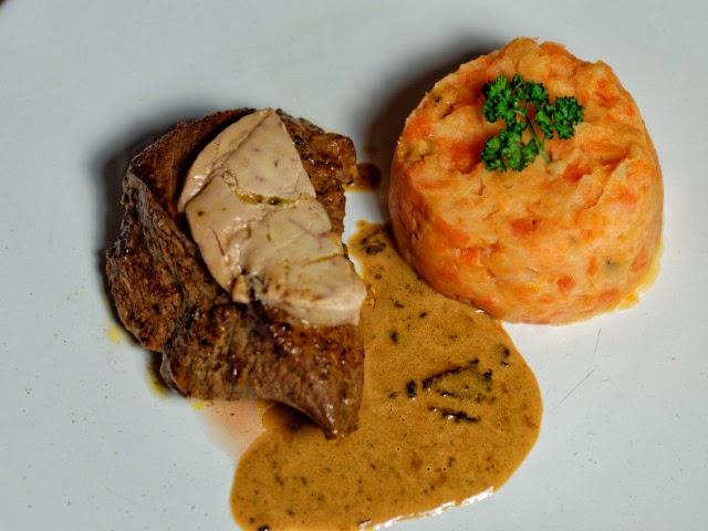 Pavés d'antilope marinés au miel, sauce au foie gras