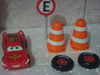 topo de bolo carros e placas