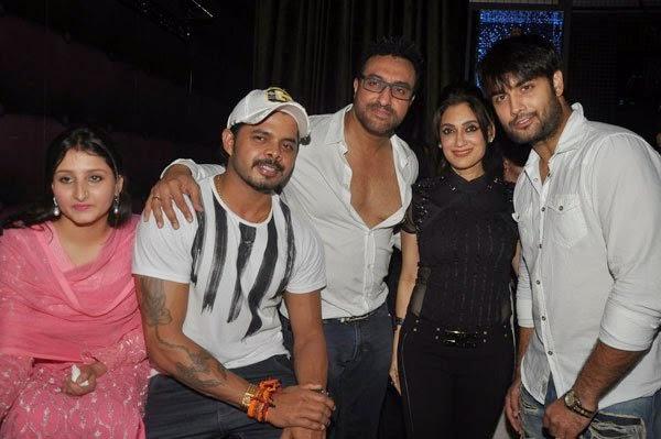 Ankit Tiwari's live concert at 'Hard Rock Cafe' in Mumbai
