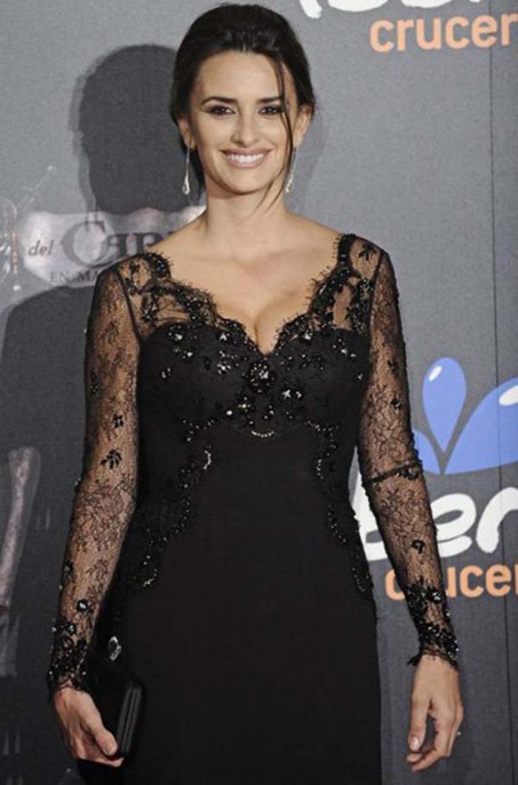 Fresh Look Celebrity Penelope Cruz Hairstyles 31