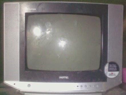 TV DIGITEC POLYTRON LAYAR PUTIH BELANG LALU STANDBAY
