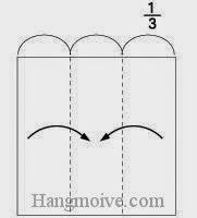 Bước 6: Để gấp thân cây ta cũng chuẩn bị một tờ giấy vuông. Gấp hai cạnh hai bên tờ giấy vào trong