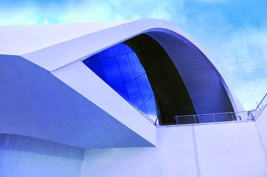 Auditorio oscar niemeyer en ravelo italia funcionalidad y for Fachadas de casas modernas en italia