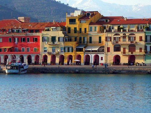 Oneglia e porto maurizio for Oneglia imperia